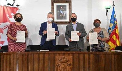 firma del convenio para la cesión del derecho de tanteo en L´Eliana
