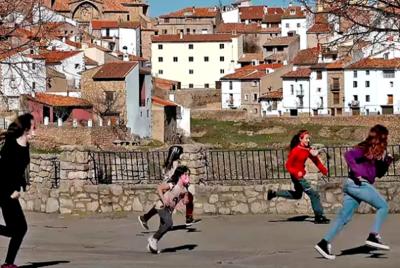 Escolares de Vistabella juegan en el municipio