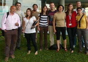 Margarita Albors (de rojo) junto a algunos de los emprendedores de Socialnest
