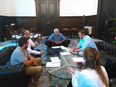 Jose Vicente, presidente de AJEV y Pedro Reig, secretario general, en reunión con Joan Ribó, Alcalde de Valencia.