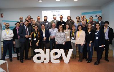 Participantes de Operación Consolida junto a mentores