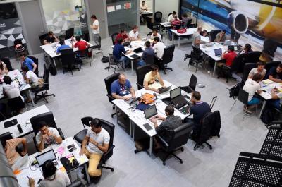 Emprendedores trabajando en las oficinas de Oarsis
