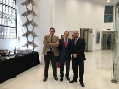 Jose Vicente Villaverde (presidente de AJEV) junto a Salvador Navarro (presidente de la CEV) y Pedro Reig (Presidente de AJE CV)
