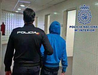 policia detiene a ladrón