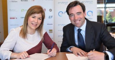 Mª Carmen Tarín, Directora General de IEM, y Carlos Gómez - Múgica, Director General de Fundación Endesa.