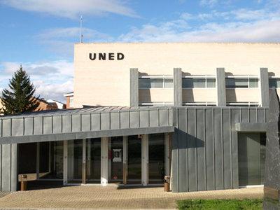 El Ministerio de Universidades y la UNED se reúnen para trabajar en el reto demográfico